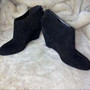 EUC ANNE KLEIN SUEDE WEDGE